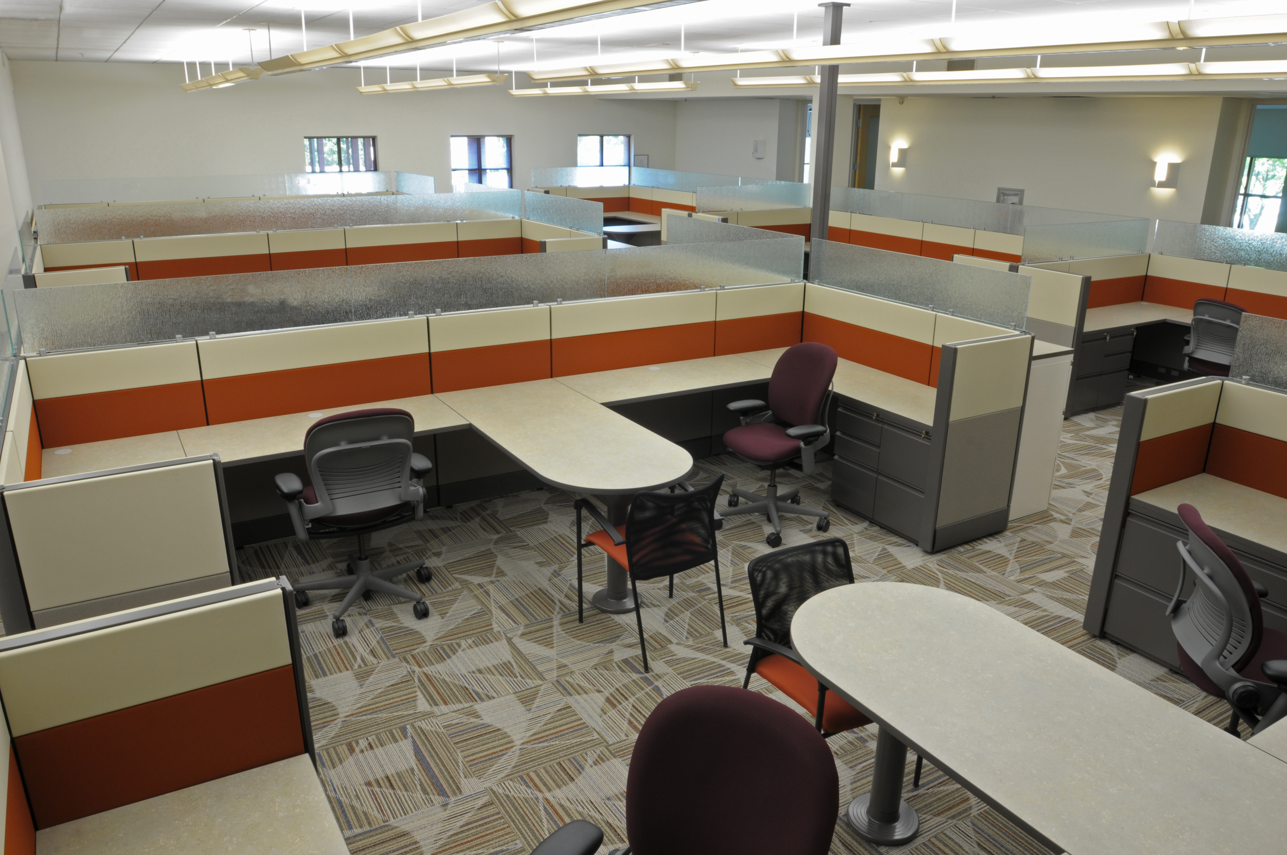 Low Height Stations Create Collaborative Workspace